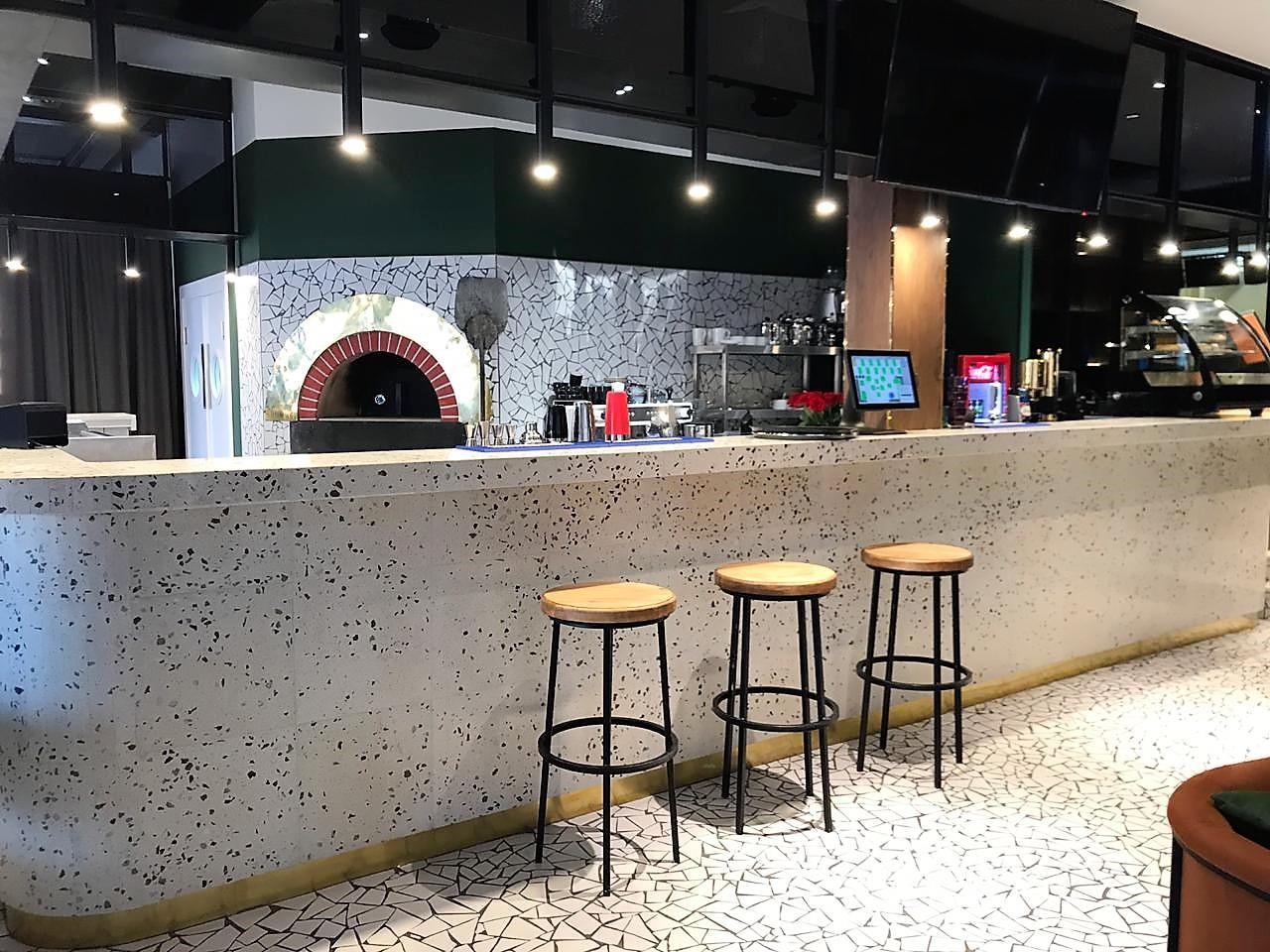 Лебовски Пицца и Боулинг - работа по укладке плитки терраццо