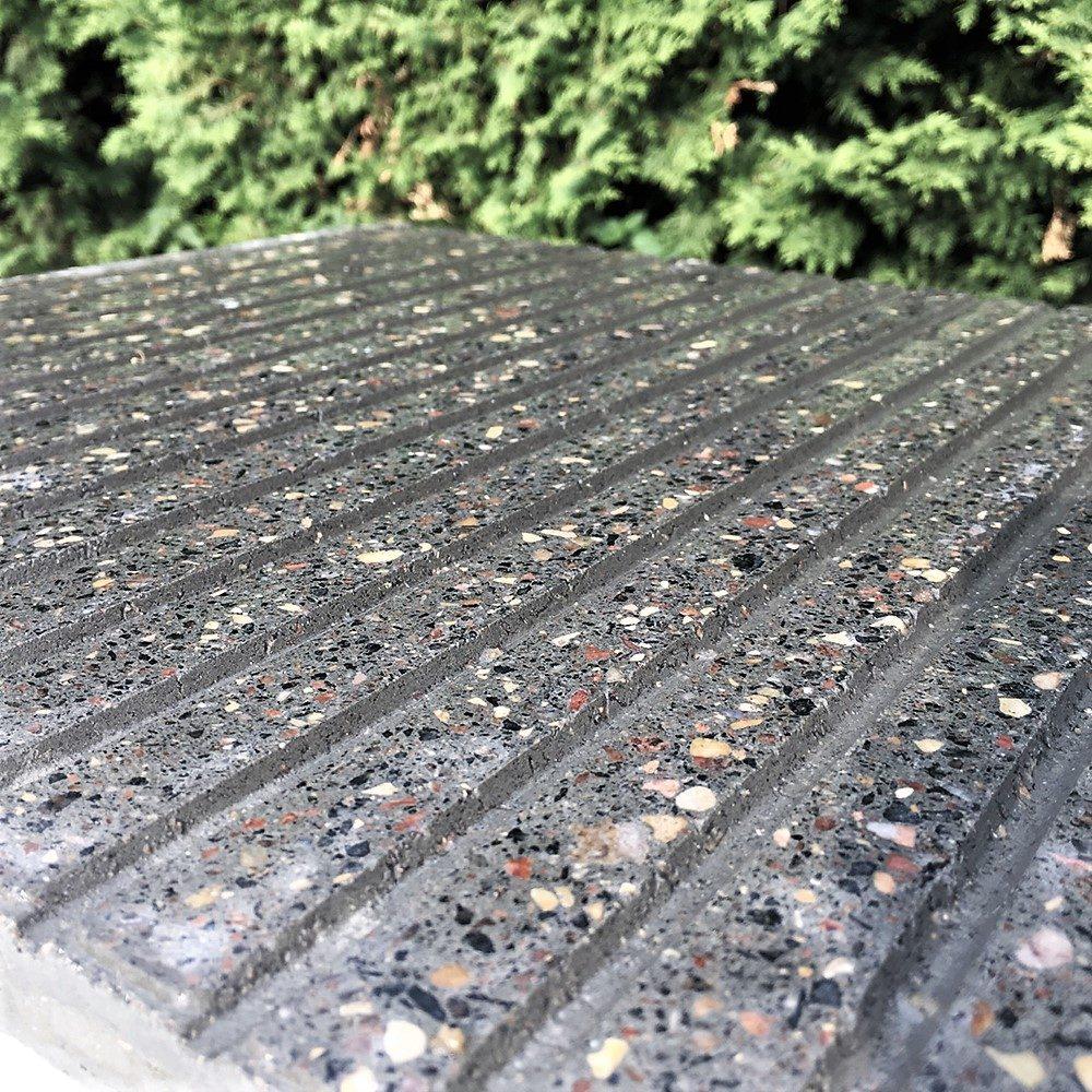 Образец плитки Терраццо Anti-Rain 1 - приближенный вид в мокром состоянии