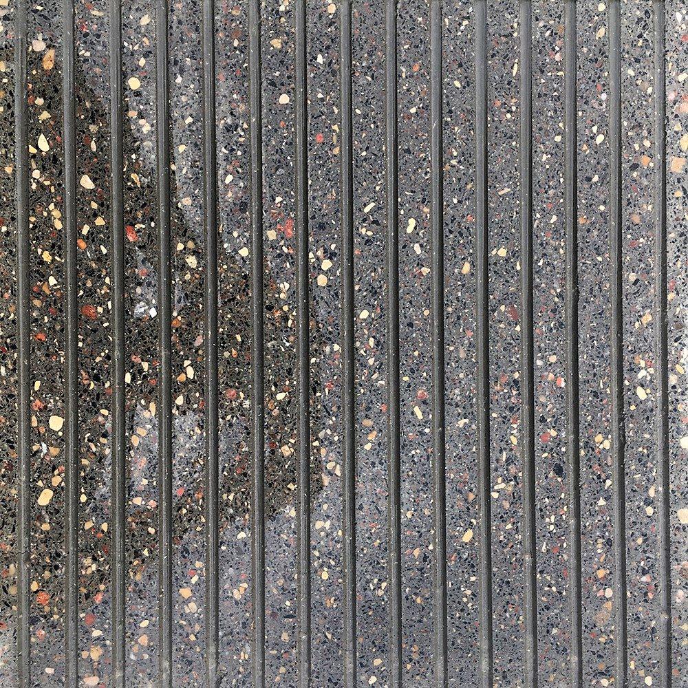 Образец плитки Терраццо Anti-Rain 1 - вид сверху в мокром состоянии