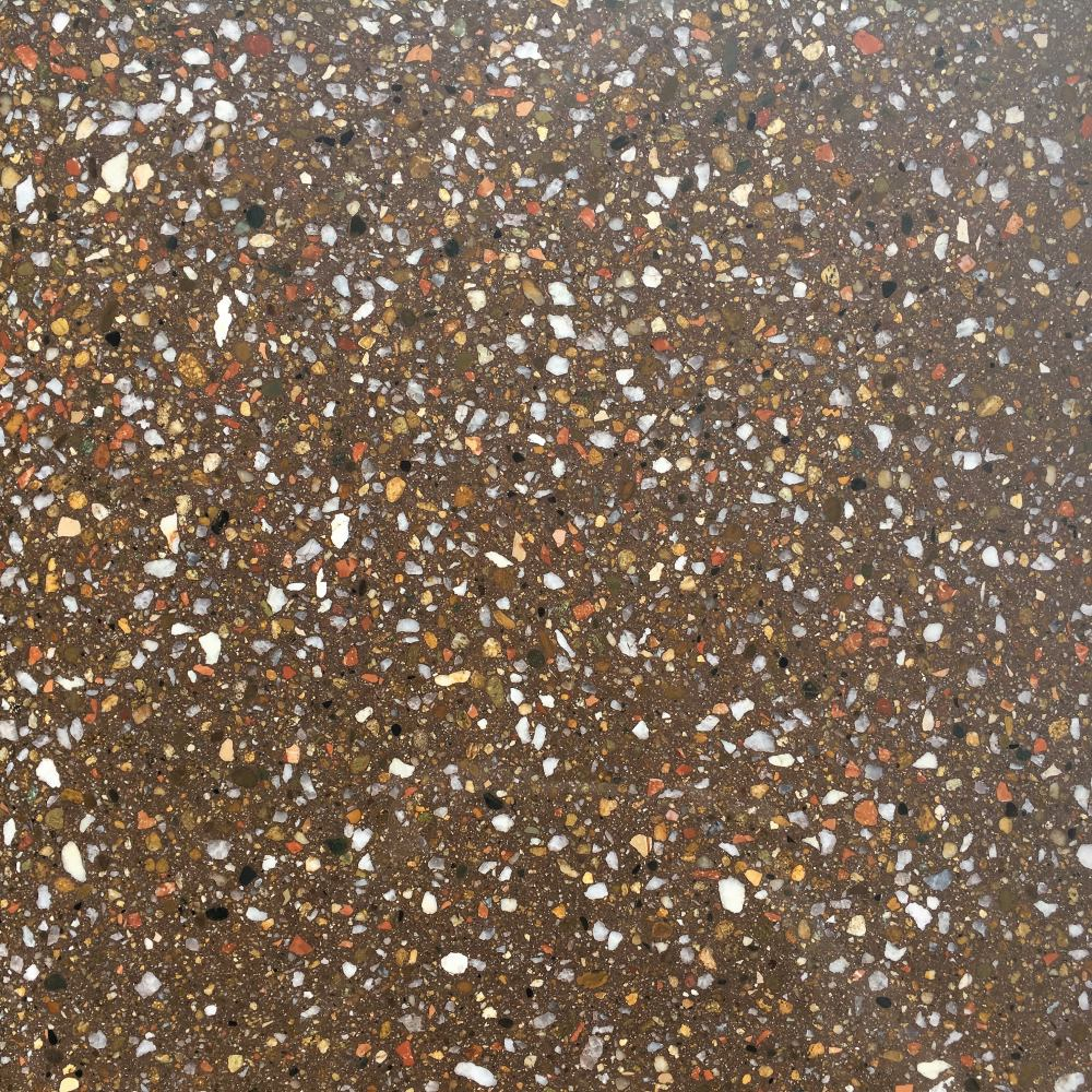 Образец плитки Терраццо Dark Brown - вид сверху в мокром состоянии