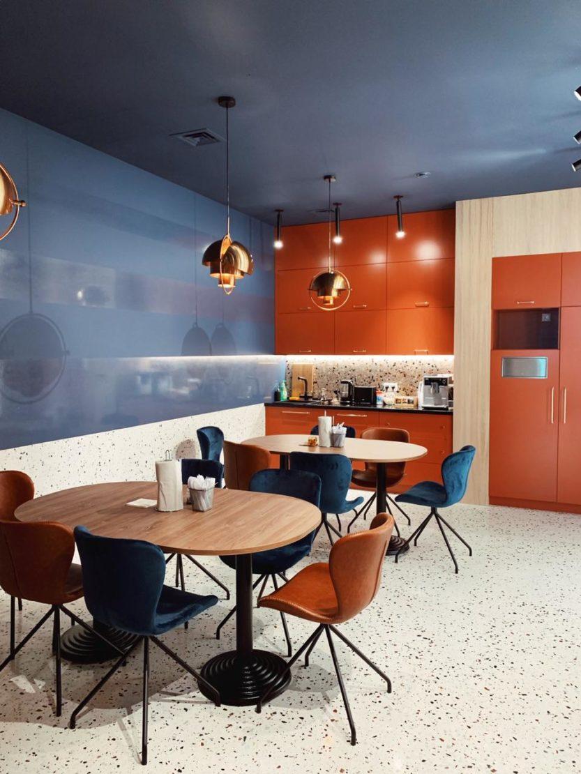 Выполненный проект с использованием мозаичной плитки терраццо   Офис в бизнес-центре на Дербеневской наб.