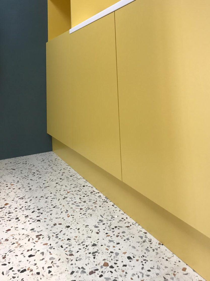 Выполненный проект с использованием мозаичной плитки терраццо | Небольшой санузел